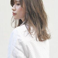 髪質改善トリートメント セミロング ナチュラル ミルクティーベージュ ヘアスタイルや髪型の写真・画像