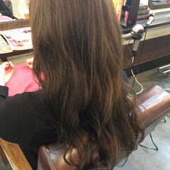 ガーリー ベージュ カーキアッシュ アッシュベージュ ヘアスタイルや髪型の写真・画像