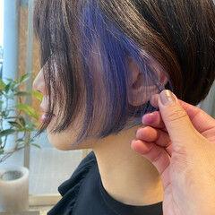 ショートボブ インナーカラー インナーカラーパープル イヤリングカラー ヘアスタイルや髪型の写真・画像