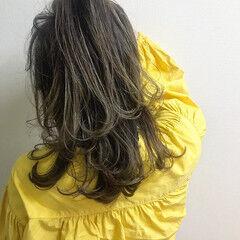 ロング ハイライト 3Dハイライト バレイヤージュ ヘアスタイルや髪型の写真・画像