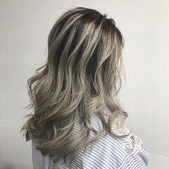 グレージュ ヘアアレンジ セミロング 外国人風カラー ヘアスタイルや髪型の写真・画像