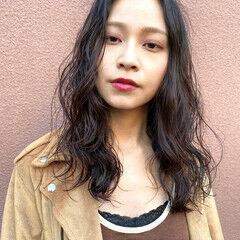 セミロング 大人女子 スパイラルパーマ レイヤーロングヘア ヘアスタイルや髪型の写真・画像