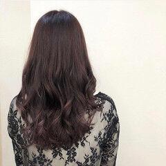 ピンクブラウン カシスカラー コテ巻き ロング ヘアスタイルや髪型の写真・画像
