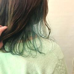 オリーブグレージュ エメラルドグリーンカラー ミディアム ナチュラル ヘアスタイルや髪型の写真・画像