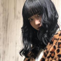 ブルー ブラックバイオレット セミロング ナチュラル ヘアスタイルや髪型の写真・画像
