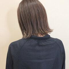 ラベンダーグレージュ 切りっぱなしボブ 大人ハイライト 大人かわいい ヘアスタイルや髪型の写真・画像
