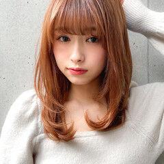 アッシュブラウン ゆるふわパーマ レイヤーカット セミロング ヘアスタイルや髪型の写真・画像