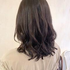 レイヤーカット 韓国ヘア コテ巻き風パーマ ミディアム ヘアスタイルや髪型の写真・画像