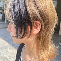 インナーカラー アッシュベージュ ミディアム ウルフカット ヘアスタイルや髪型の写真・画像