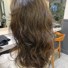 セミロング エアウェーブ パーマ ナチュラル ヘアスタイルや髪型の写真・画像
