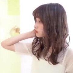 セミロング レイヤーカット フェミニン 外人風パーマ ヘアスタイルや髪型の写真・画像