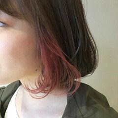 ボブ インナーカラー赤 インナーカラーレッド ピンクベージュ ヘアスタイルや髪型の写真・画像