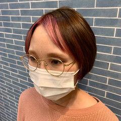 ショートボブ ショート センター分け デザインカラー ヘアスタイルや髪型の写真・画像