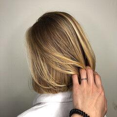 バレイヤージュ ボブ ナチュラル ブロンド ヘアスタイルや髪型の写真・画像