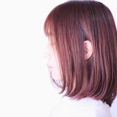ベリーピンク ピンク ラベンダーピンク セミロング ヘアスタイルや髪型の写真・画像