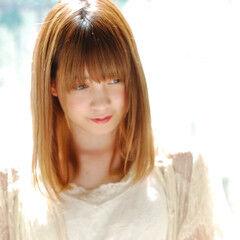 サラサラ ストレート 小顔ヘア セミロング ヘアスタイルや髪型の写真・画像