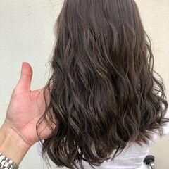 大人ハイライト ロング オリーブアッシュ オリーブベージュ ヘアスタイルや髪型の写真・画像