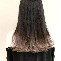 セミロング グラデーション ミルクティーベージュ ホワイトグラデーション ヘアスタイルや髪型の写真・画像