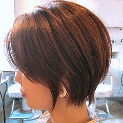 ショートボブ ショートヘア ウルフカット 切りっぱなしボブ ヘアスタイルや髪型の写真・画像