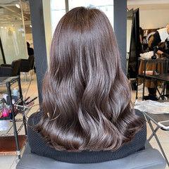 艶髪 グレージュ フェミニン ミディアム ヘアスタイルや髪型の写真・画像