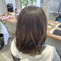 ブリーチカラー ココアベージュ セミロング ミルクティーベージュ ヘアスタイルや髪型の写真・画像
