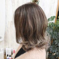 ミディアム 外ハネ 3Dハイライト 透明感カラー ヘアスタイルや髪型の写真・画像