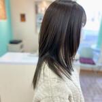 セミロング レイヤースタイル 暗髪 アッシュグレー