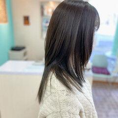 セミロング レイヤースタイル 暗髪 アッシュグレー ヘアスタイルや髪型の写真・画像
