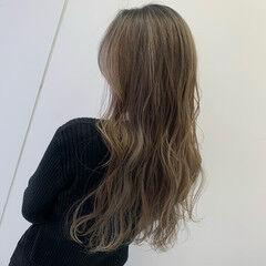 ブリーチ プラチナブロンド ロング N.オイル ヘアスタイルや髪型の写真・画像