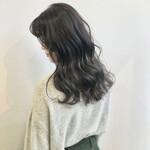 巻き髪 セミロング シルバー デザインカラー
