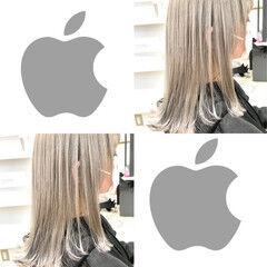 ホワイトシルバー ホワイトアッシュ ミディアム フェミニン ヘアスタイルや髪型の写真・画像