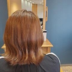 切りっぱなしボブ 外ハネ アプリコットオレンジ 小顔 ヘアスタイルや髪型の写真・画像