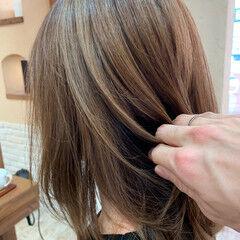 ママヘア ミディアム バレイヤージュ 大人ハイライト ヘアスタイルや髪型の写真・画像