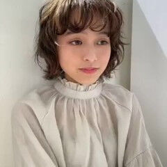 ボブ パーマ 前髪パーマ 切りっぱなしボブ ヘアスタイルや髪型の写真・画像