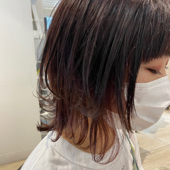 ナチュラル ウルフ インナーカラーレッド インナーカラー ヘアスタイルや髪型の写真・画像