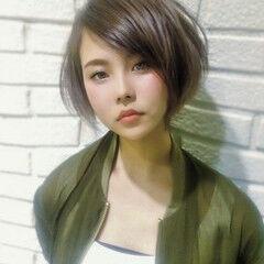 ショート 斜め前髪 ショートヘア ゆるふわ ヘアスタイルや髪型の写真・画像