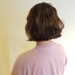 パーマ ボブ カジュアル 切りっぱなしボブ ヘアスタイルや髪型の写真・画像