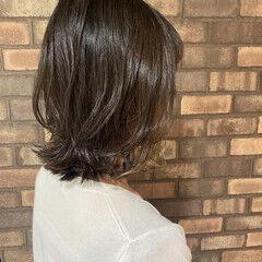 ミルクティーベージュ ボブ インナーカラー ベージュ ヘアスタイルや髪型の写真・画像