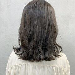 切りっぱなしボブ グレージュ セミロング オリーブグレージュ ヘアスタイルや髪型の写真・画像