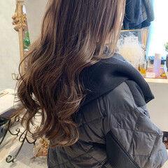 韓国ヘア アッシュベージュ レイヤーロングヘア 艶髪 ヘアスタイルや髪型の写真・画像