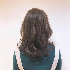 セミロング ゆるウェーブ ゆるふわセット ナチュラル ヘアスタイルや髪型の写真・画像