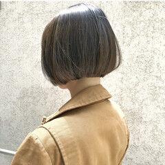 アッシュグレージュ ストリート インナーカラー 切りっぱなしボブ ヘアスタイルや髪型の写真・画像
