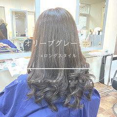 トーンダウン 美シルエット オリーブブラウン オリーブグレージュ ヘアスタイルや髪型の写真・画像