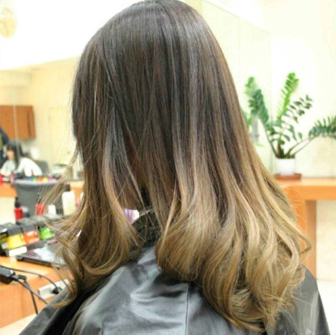 ナチュラル グラデーション ヌーディベージュ セミロングヘアスタイルや髪型の写真・画像