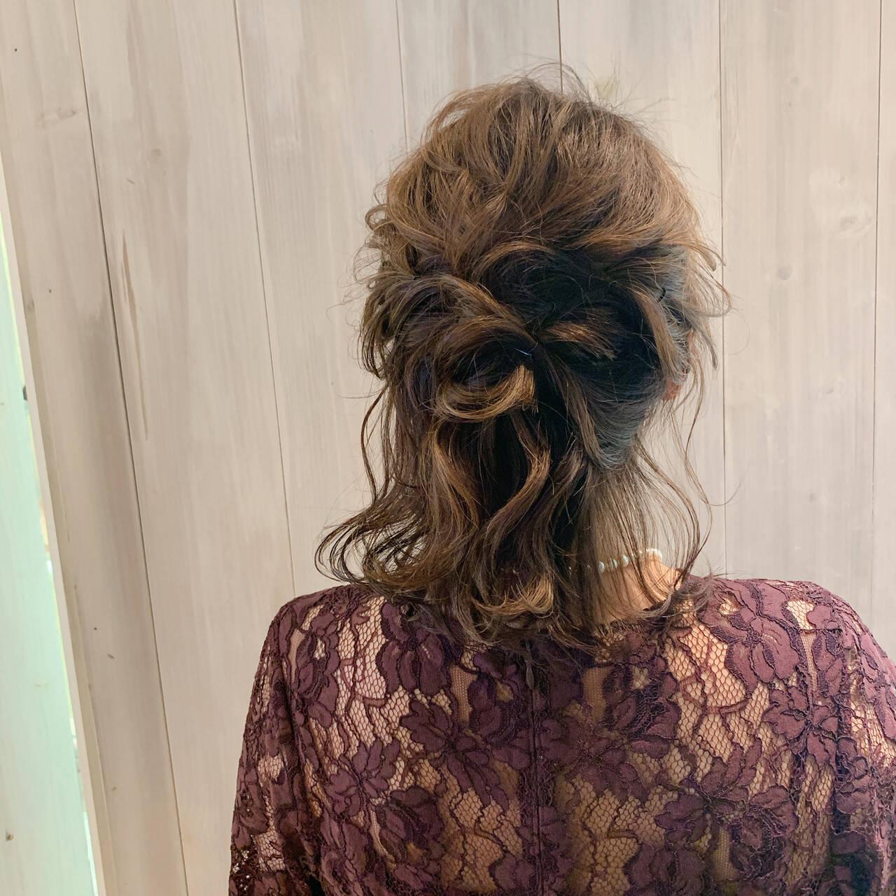 ミディアム 結婚式ヘアアレンジ フェミニン ゆるナチュラルヘアスタイルや髪型の写真・画像