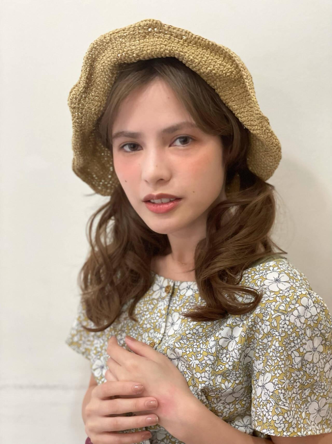 ナチュラル ヘアアレンジ 麦わら帽子 大人かわいいヘアスタイルや髪型の写真・画像