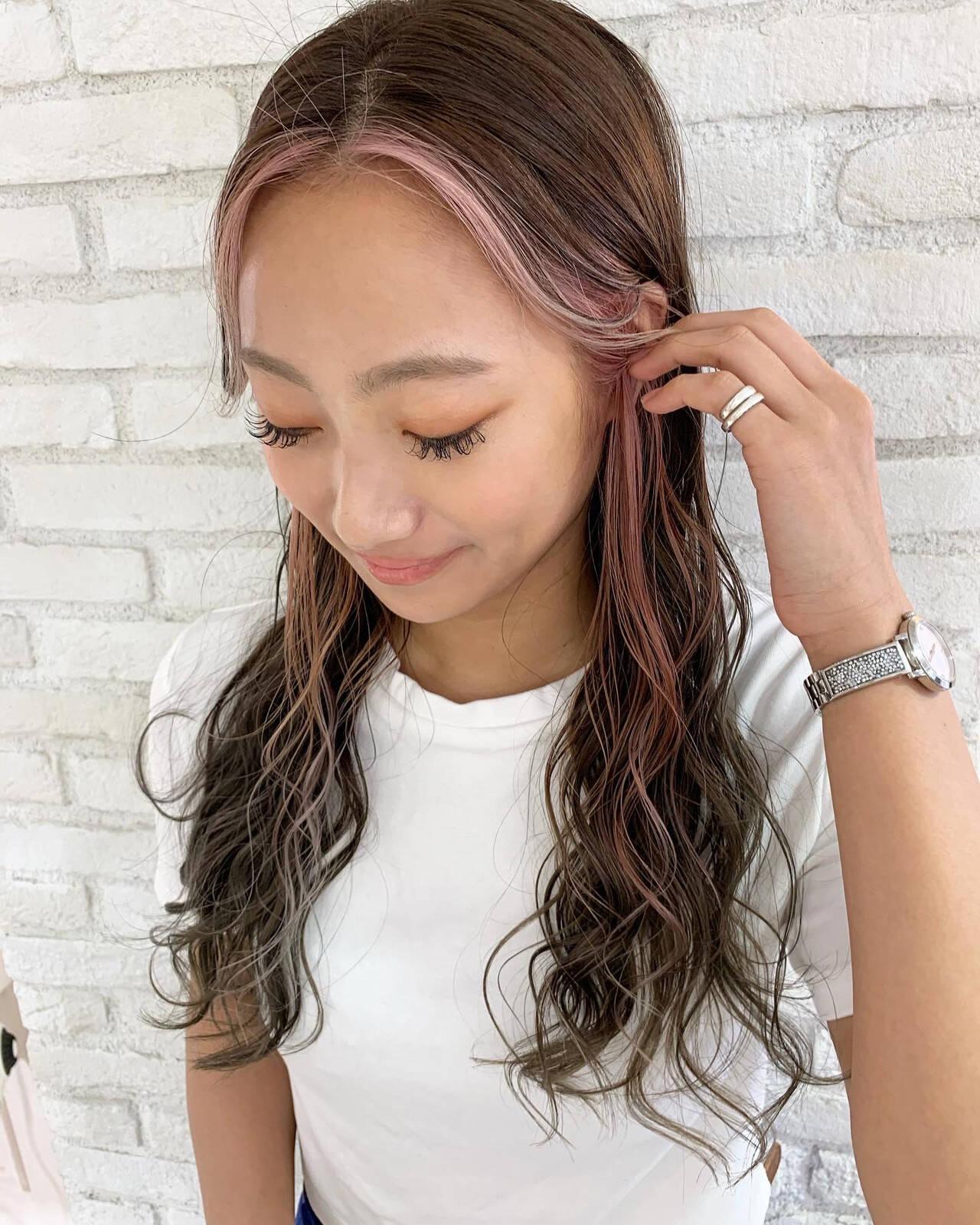 ロング ストリート インナーカラー 前髪ありヘアスタイルや髪型の写真・画像