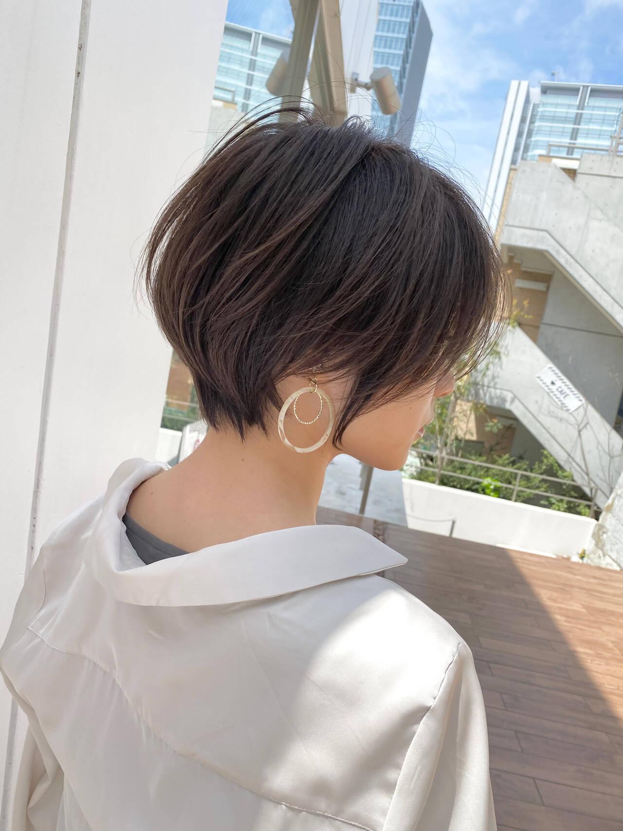 大人ショート ショート ナチュラル ベージュヘアスタイルや髪型の写真・画像