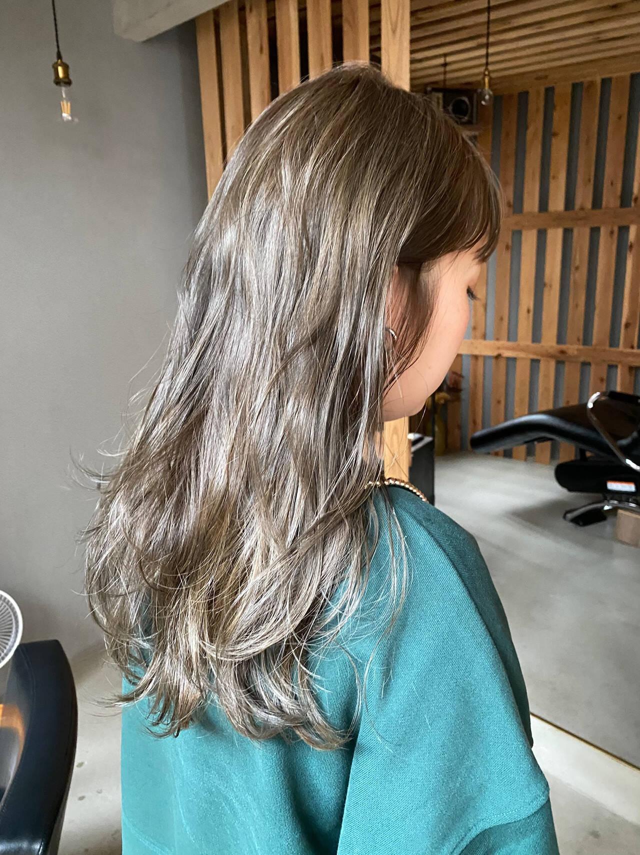ナチュラル 透明感 ロング くすみベージュヘアスタイルや髪型の写真・画像