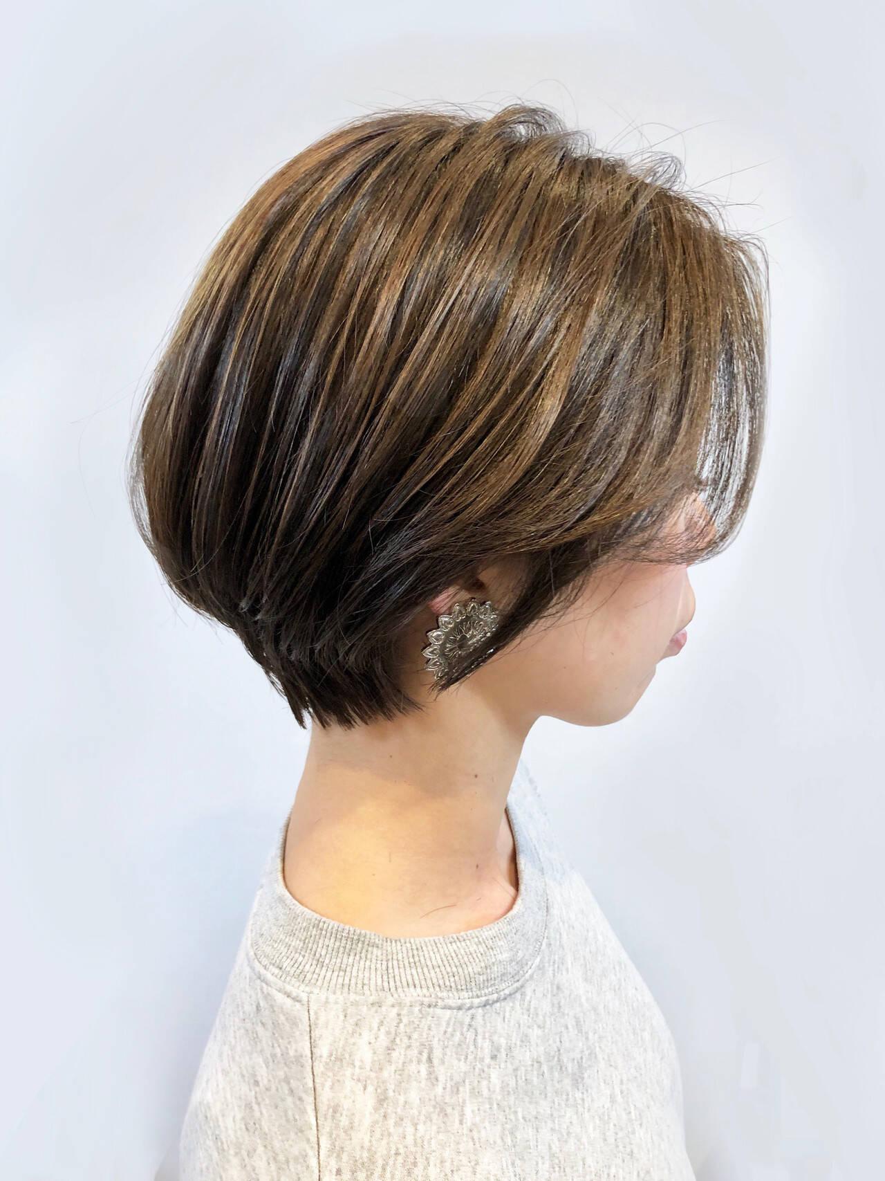 ショートヘア ショートカット ナチュラル 耳かけヘアスタイルや髪型の写真・画像
